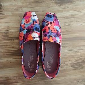 TOMS Classics Oahu Floral Slip On Shoes